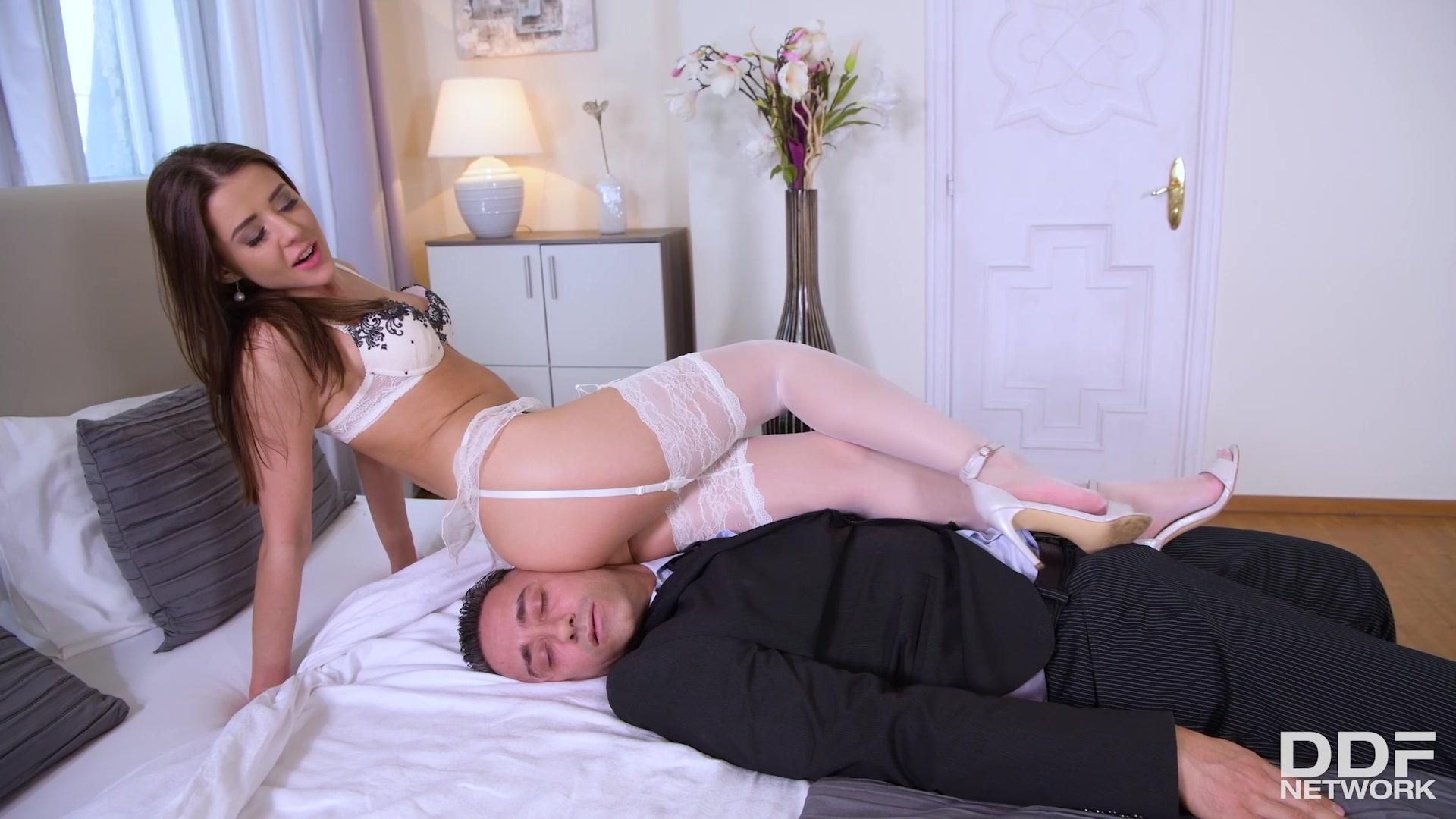 Hot Legs And Feet – Sybil Sexy Teen In Seduction Mode