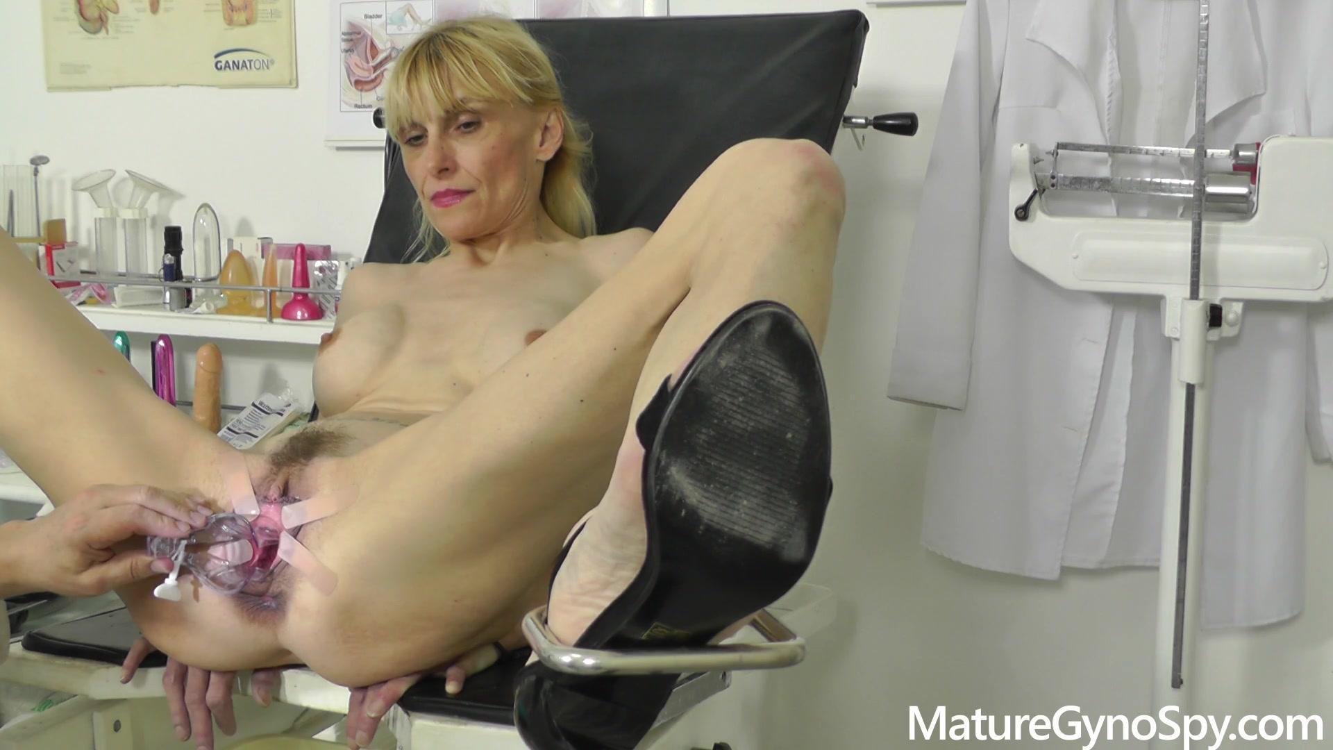 Mature Gyno Spy – Valeria Blond