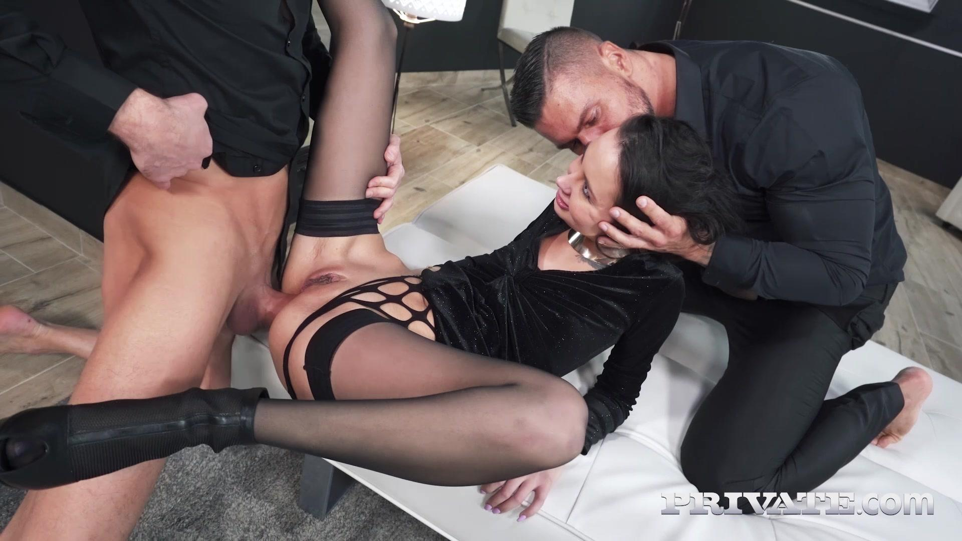Private – Freya Dee Debuts With Extreme D P Threesome